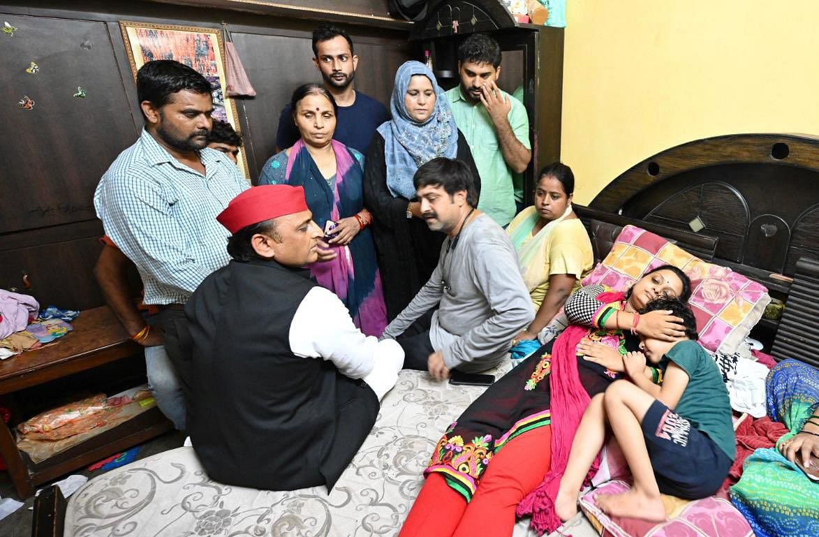 Akhilesh Yadav Meets Family Of Businessman Killed At The Hands Of Cops, Gives Rs 20 Lakh From Party Fund