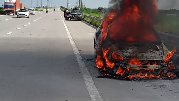 Car Turns Into A Ball Of Fire On Eastern Peripheral In Noida