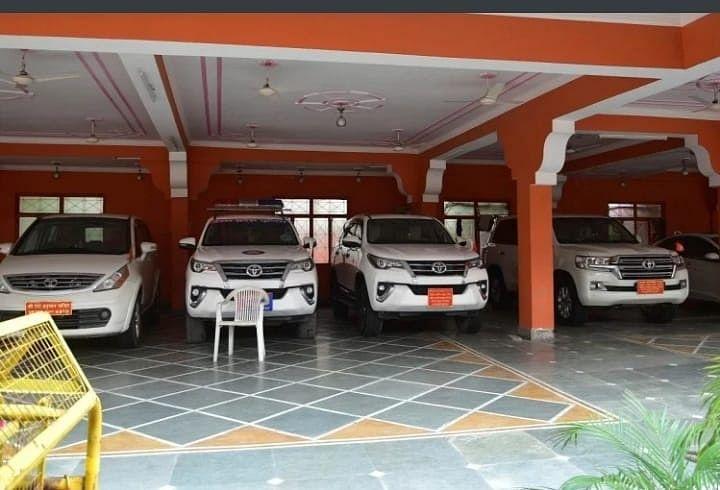 Mahant Narendra Giri Was Fond Of Expensive Cars, Drove Rs 1.5 Crore Land Cruiser