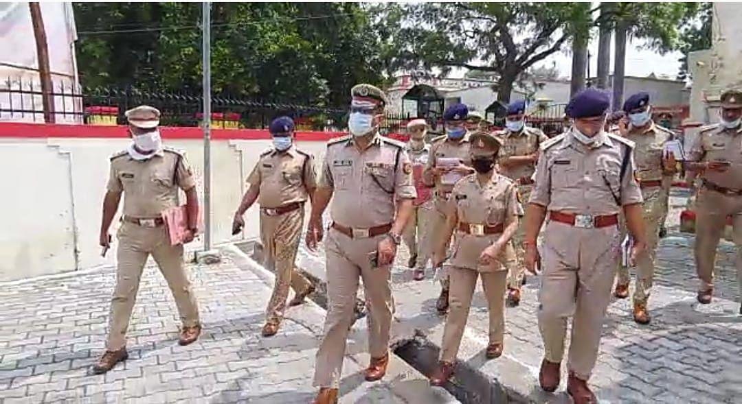 मैनपुरी में आईजी आगरा के निरीक्षण में शिकायत पेटिका में मिली पांच माह पुरानी शिकायतें
