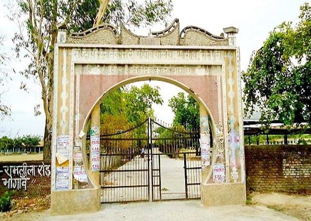 मैनपुरी में छात्र ने लगाया आरोप, बीएड परीक्षा में नकल कराने के नाम पर की जा रही वसूली
