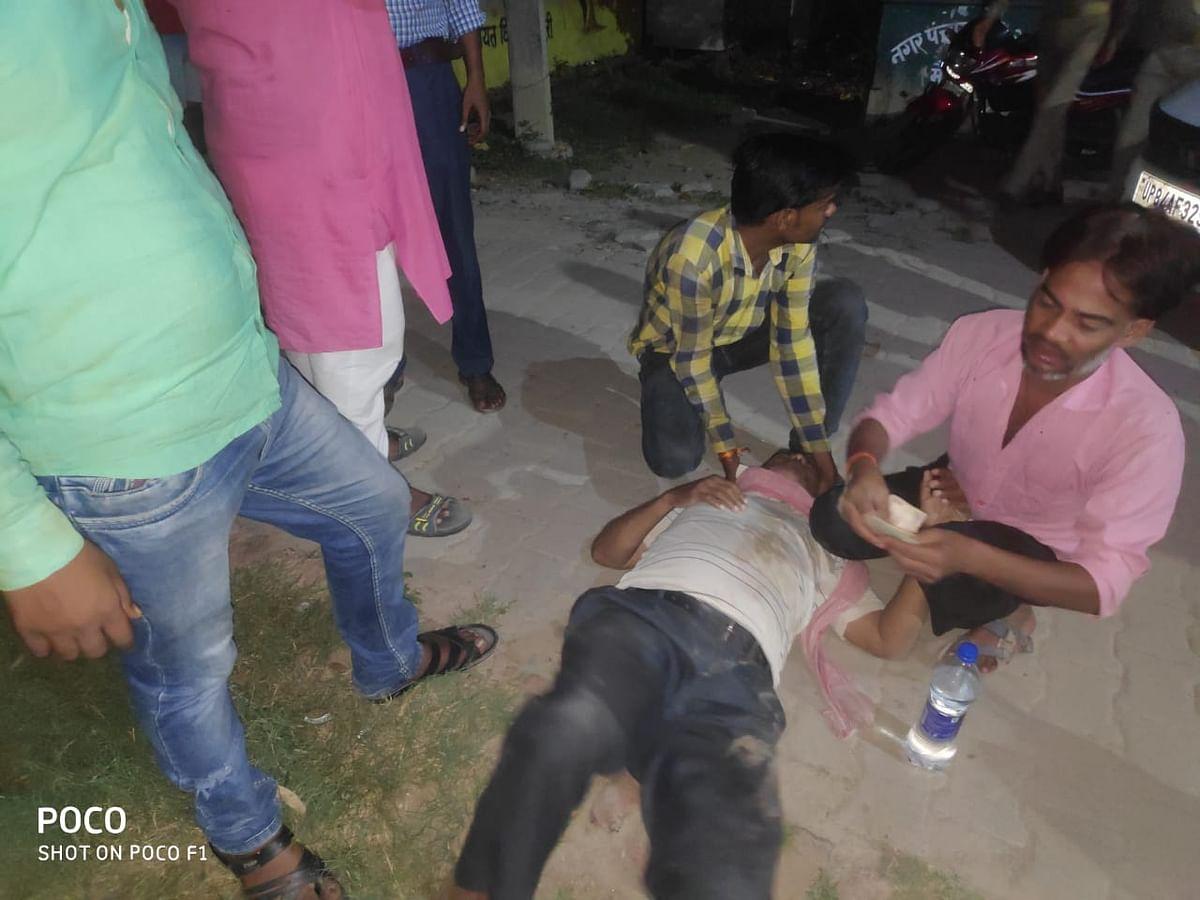 تیز رفتار نامعلوم گاڑی نے موٹر سائیکل سوار نوجوانوں کو ٹکر مار دی ، دو نوجوان موقع پر جاں بحق ، ایک زخمی۔