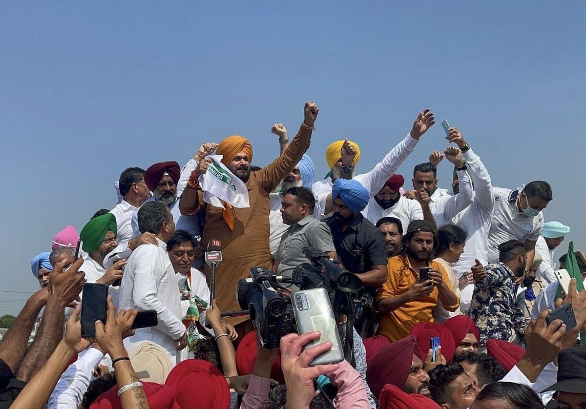 Navjot Singh Sidhu Detained In Saharanpur On UP-Haryana Border