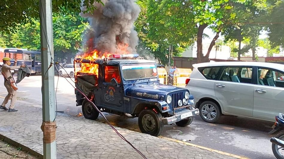 Police Vehicle Torched In High-Security Vikramaditya Marg In Lucknow