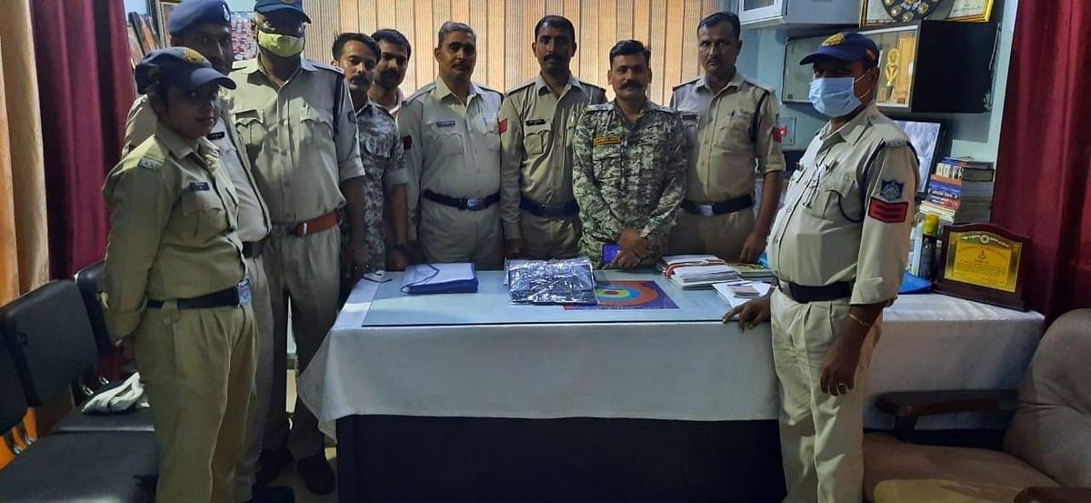 दतिया में अंतर्रराज्यीय मोबाइल चोर गिरफ्तार, ₹1,60,000 कीमत के 9 मोबाइल बरामद