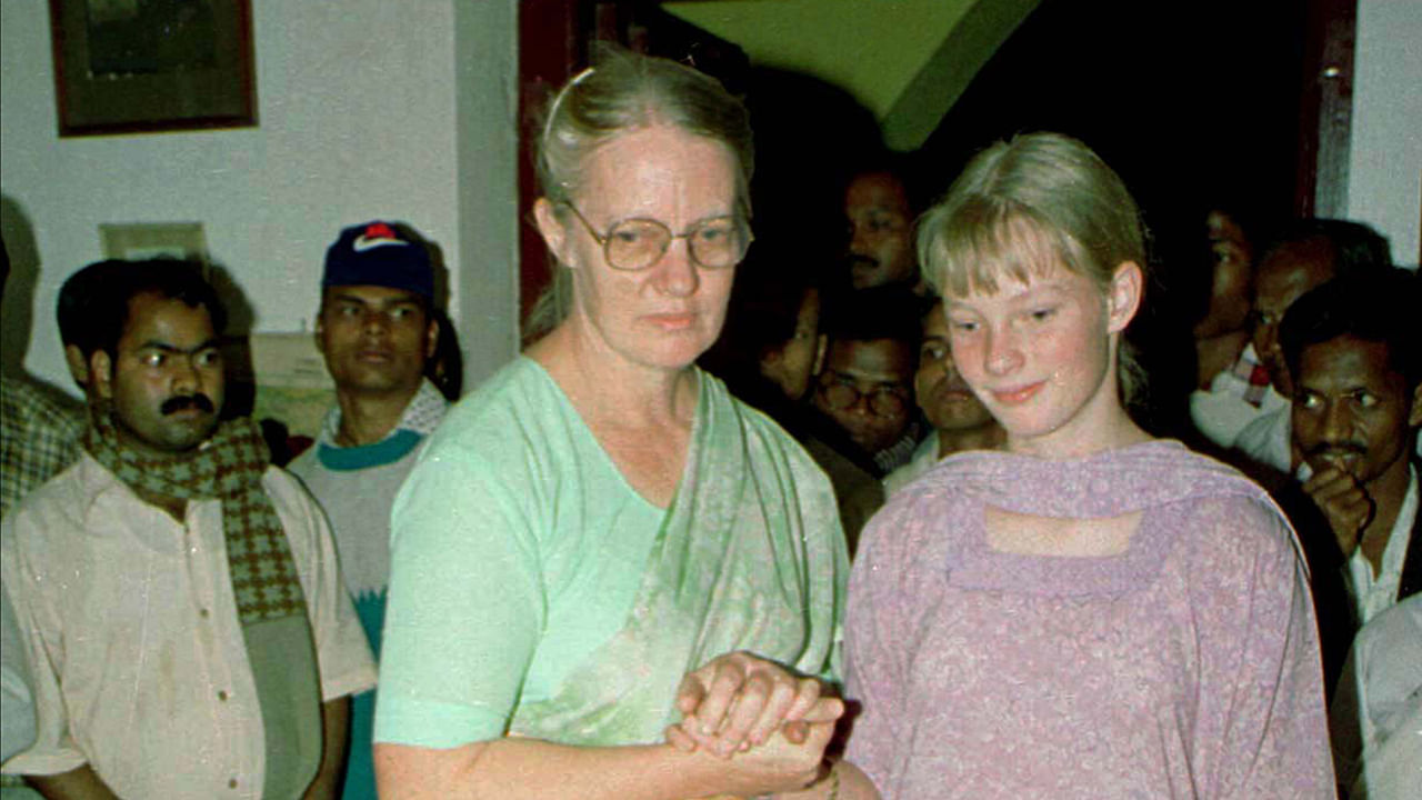 Gladys Staines and her daughter Esther at the funeral of her husband and sons in Odisha.