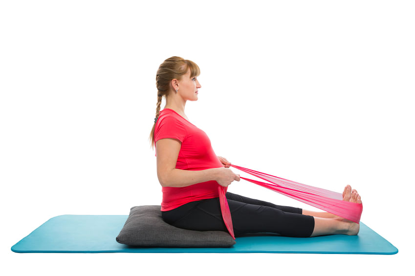 Use elastic bands or dupattas when stretching. (Photo: iStock)