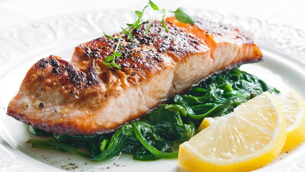 Salmon stuffed with spinach is all that non-vegetarians need.