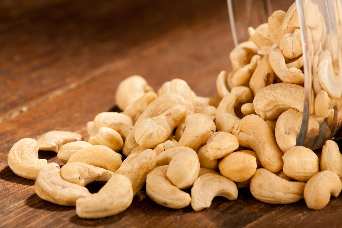 Cashews help improve your vision.