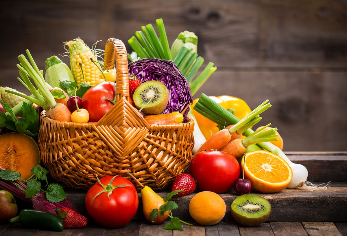 Eating fruits and veggies can help regain nutrients lost while smoking.