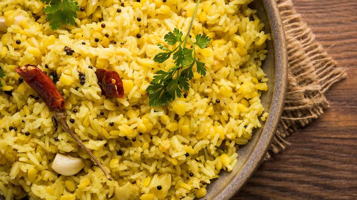 Light, warm and nurturing foods like khichadi are recommended.