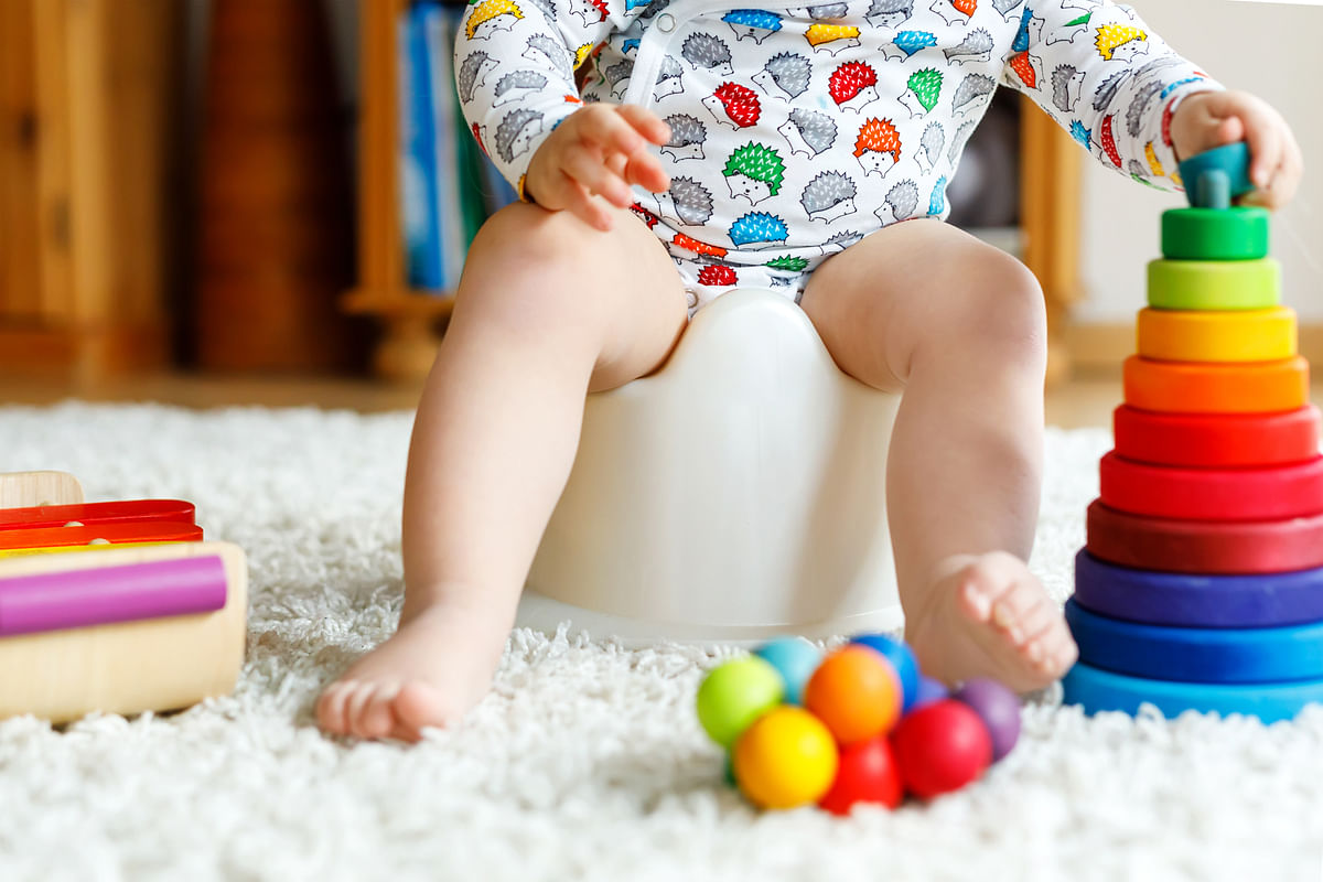 When using cloth diapers, babies are more aware of the wetness, and give clues of their discomfort.