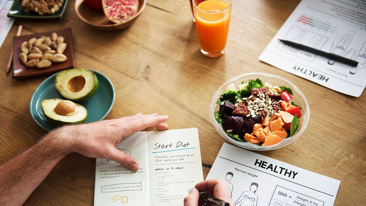 Researchers have found that eating a healthy diet may reduce the risk of acquired hearing loss.