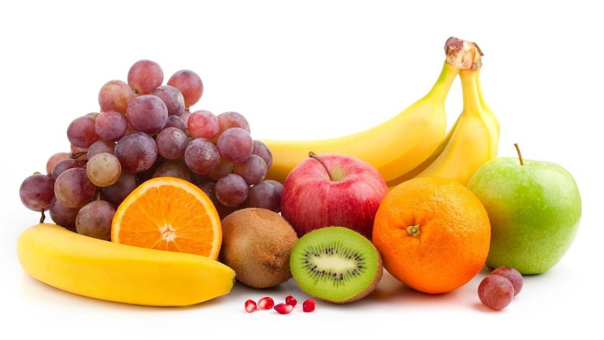 कम से कम एक से दो फल खाने की कोशिश करें.
