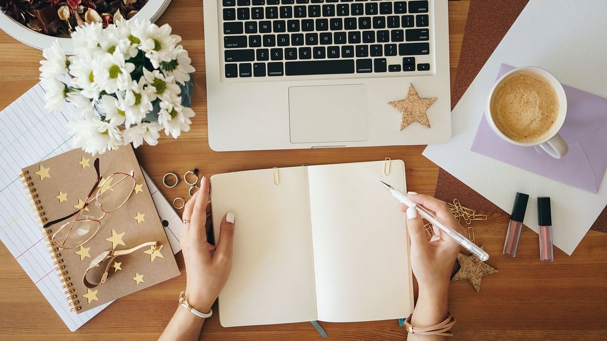 How does penning down what you feel in a journal help with emotional wellbeing? A journal therapist explains.
