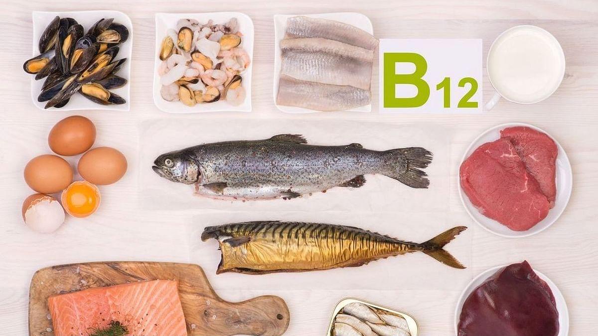 विटामिन B₁₂ अनिवार्य रूप से नर्व टिश्यू हेल्थ, ब्रेन फंक्शन और रेड ब्लड सेल्स के प्रोडक्शन के लिए आवश्यक है.