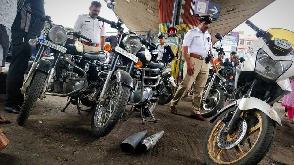QBengaluru: Drunk-Driving-Check Racket Unearthed; Cabbie Stabbed
