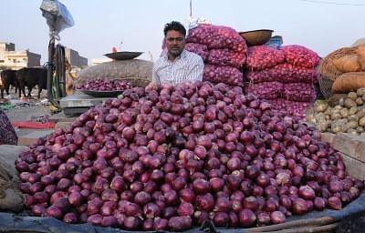 Bike-borne miscreants loot 50 kg onion
