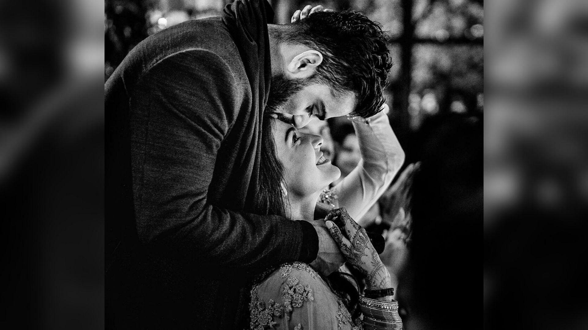 Virat & Anushka's Wedding Anniversary Posts Will Melt Your Heart