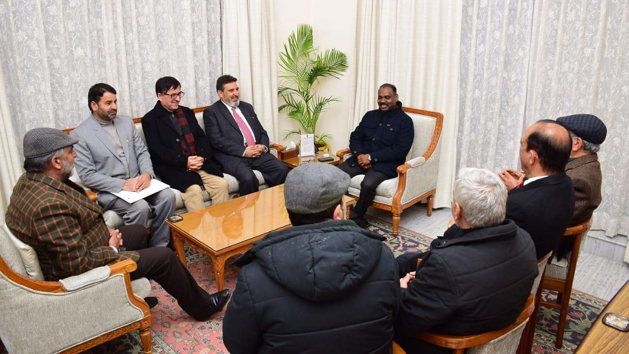 Have Kashmiri Politicians Given Up on 370? Meet With Guv Suggests