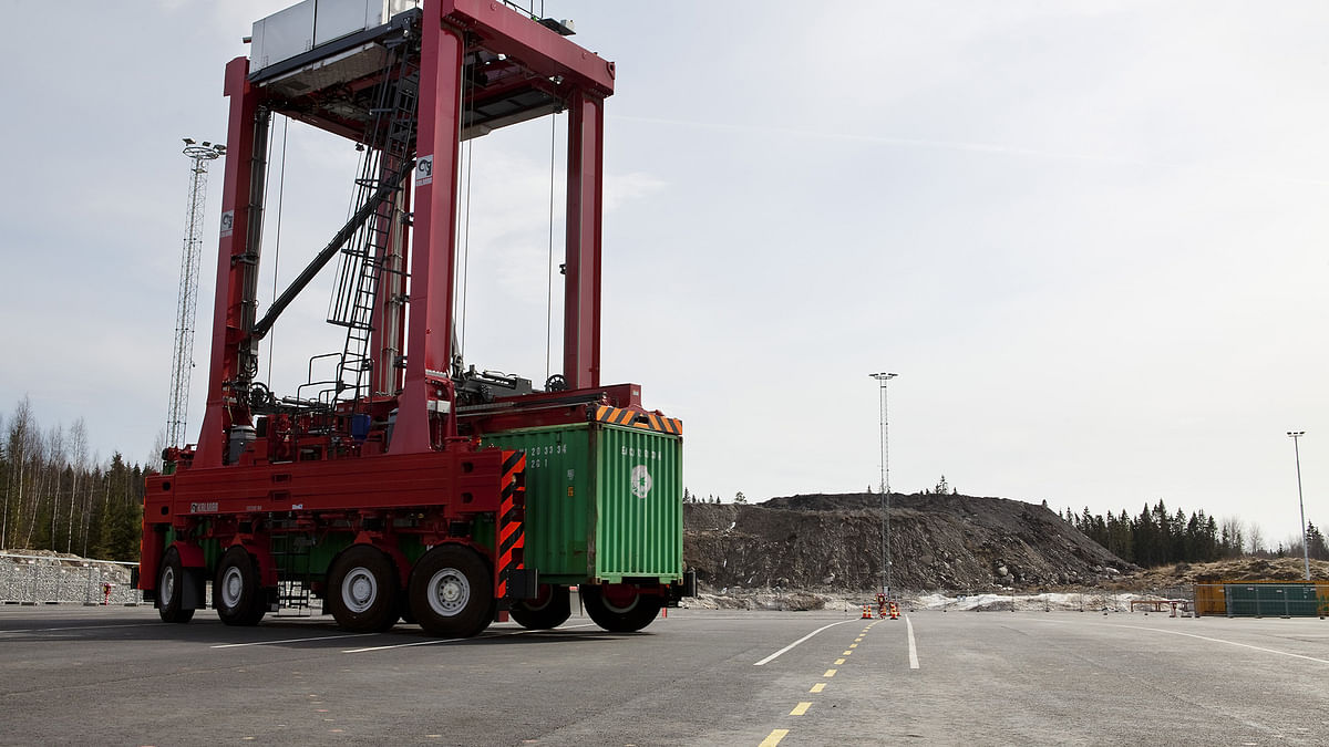 Kalmar reveals new generation of shuttle and straddle carriers