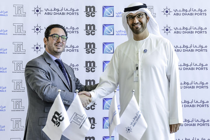 Diego Aponte, MSC and His Excellency Dr. Sultan Ahmed Al Jaber, UAE Minister of State and Chairman of Abu Dhabi Ports shake hands on the deal