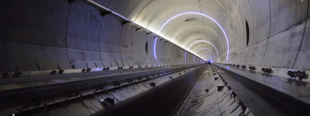 Watch: First Look at Dubai - Abu Dhabi Hyperloop Pod