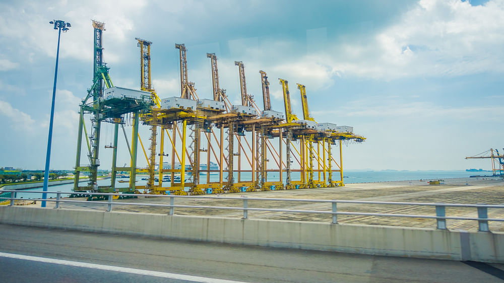 Huge STS Cranes Delivered to Khalifa