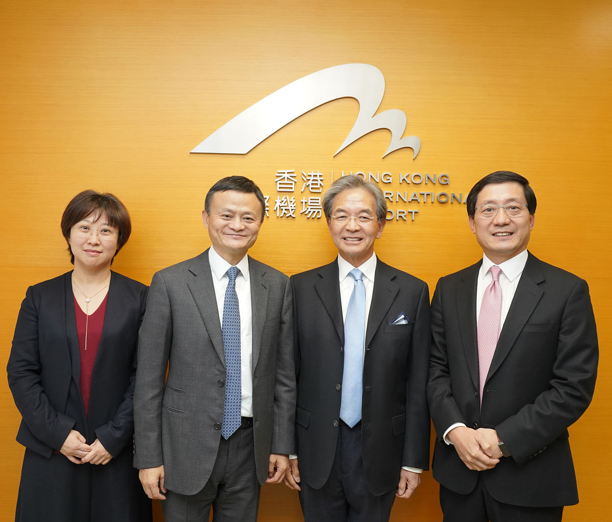 Alibaba CEO Jack Ma (centre-left) with representatives of Hong Kong Airport