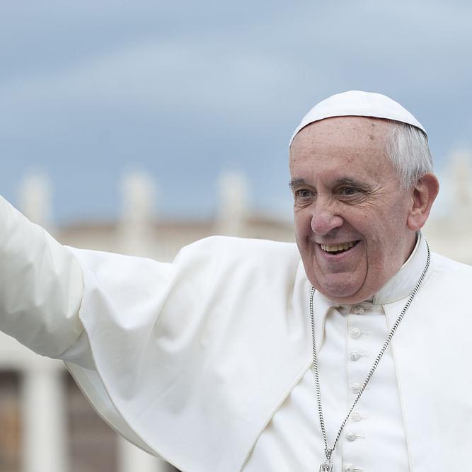 Watch: Etihad Flies Pope in Historic UAE Visit