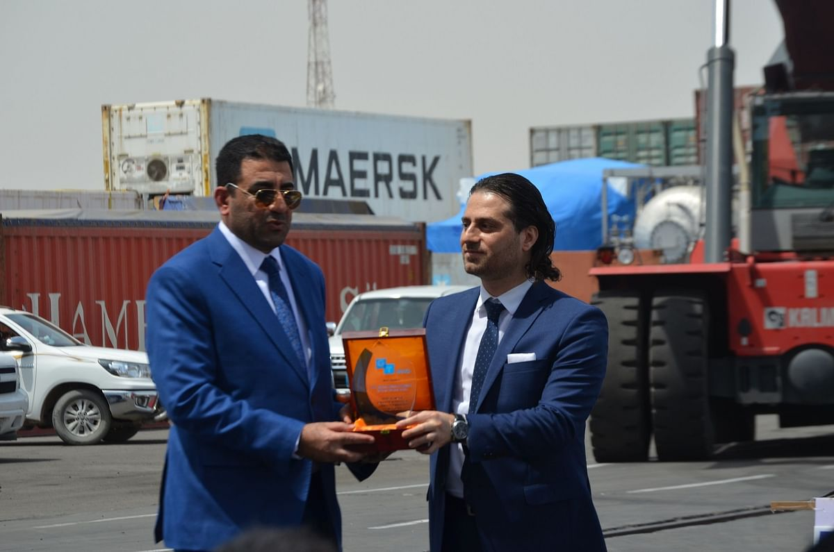 Ibrahim Serhan, ME Regional Manager, Gulftainer (R) presenting trophy to IPA Director General Dr Safaa A.J. Alfayyadh,