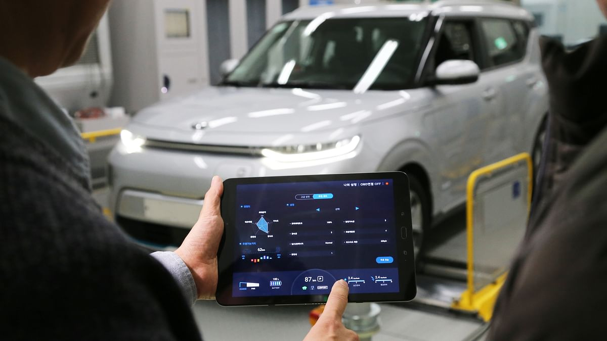 Hyundai Introduces Smart Phone Controls for Electric Cars