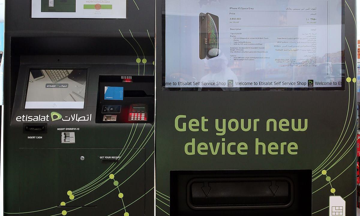 Etisalat Brings UAE's First Smartphone Vending Machine to Abu Dhabi