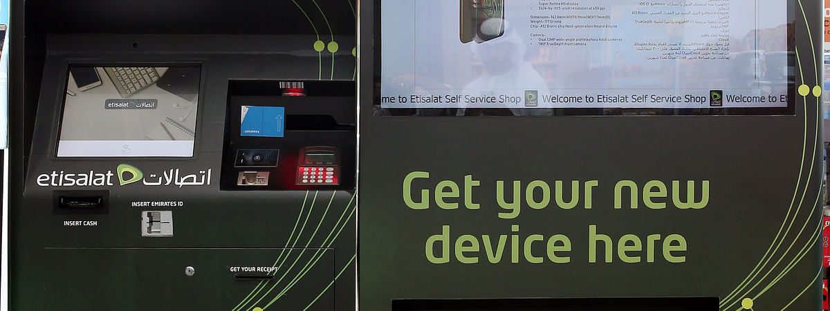 Etisalat Brings UAE's First Smartphone Vending Machine to Abu Dhabi