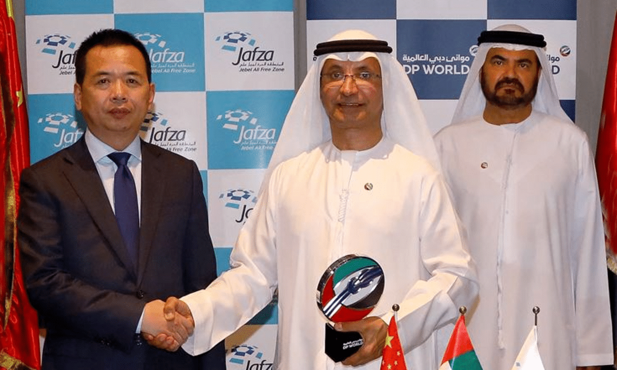 Sultan Ahmed Bin Sulayem seals the deal with Mr. Zhao Wenge