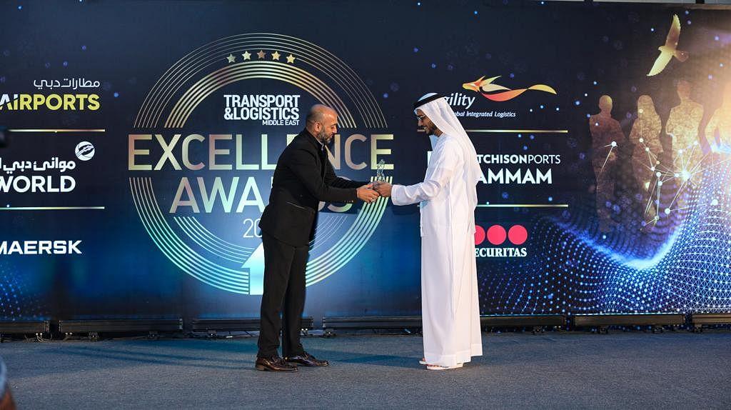 Managing Director of Knauf, Amir bin Ahmed receiving the award on behalf of Knauf