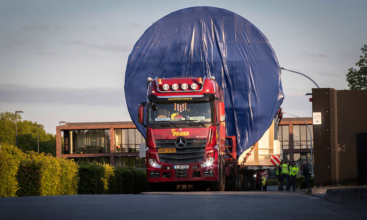 Mercedes-Benz Actros Trucks Transport Gigantic Pressure Tank