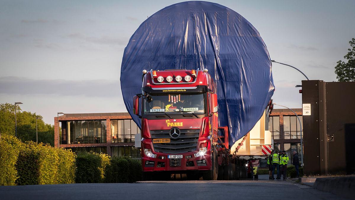 Mercedes-Benz Actros Trucks Transport Gigantic Pressure Tank
