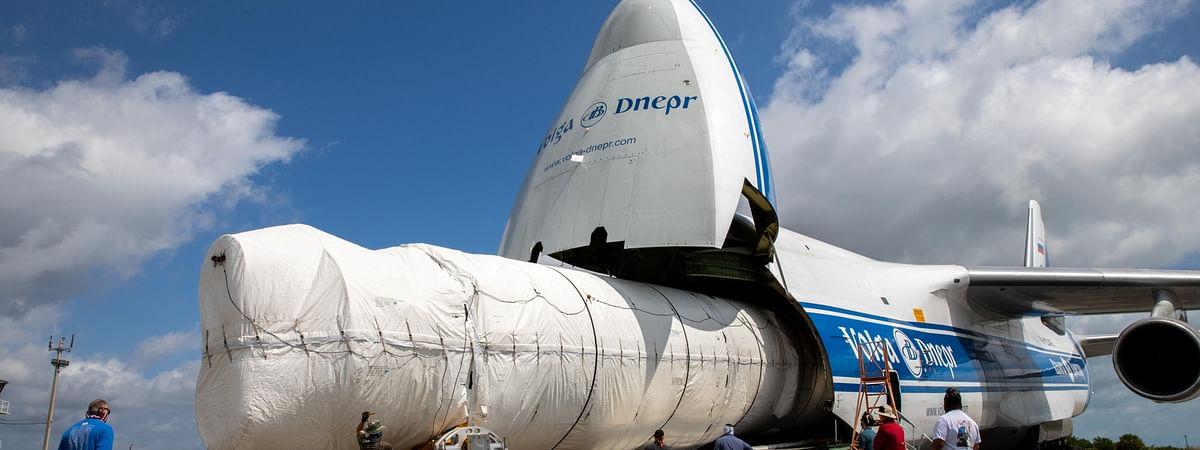 Volga-Dnepr Transports 32-metre Atlas 5 Rocket Boosters for NASA