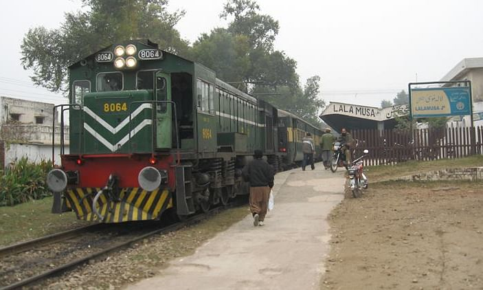 Pakistan Approves $7.2 Bln Railway Line Upgrade Project under CPEC