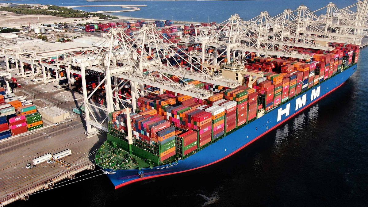 Jebel Ali Port Welcomes Mega Container Ship HMM Gdansk on Maiden Call
