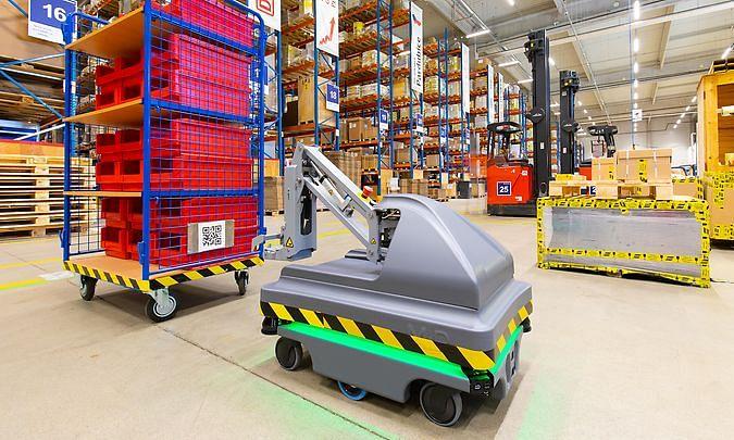 DB Schenker Operates its First Logistics Robot in The Czech Republic