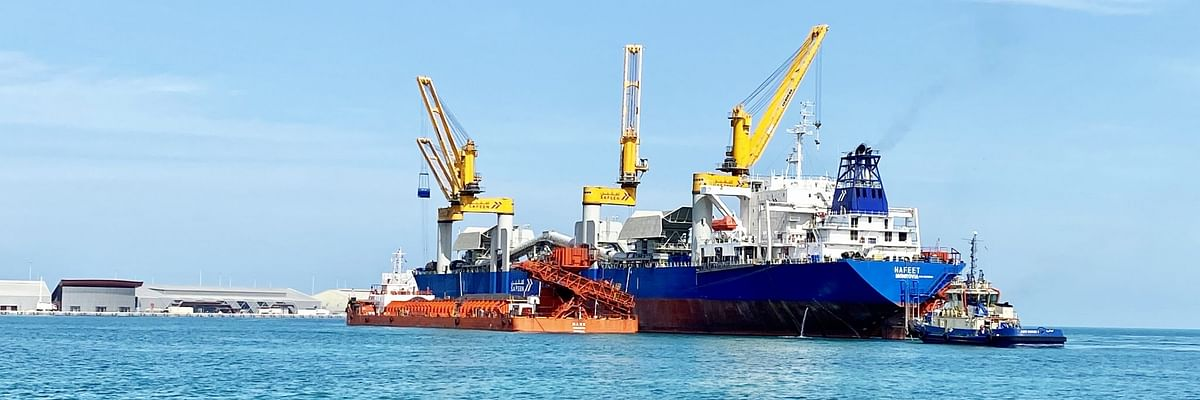 SAFEEN Commences Transhipment Services for Emirates Steel