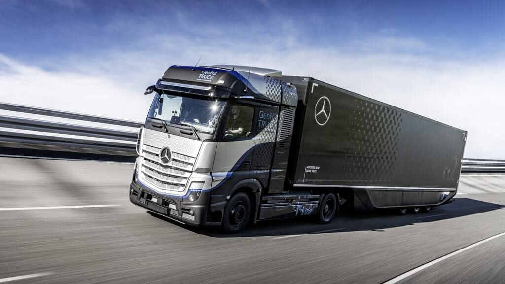 Daimler Trucks Begins Rigorous Testing of Fuel-Cell Truck