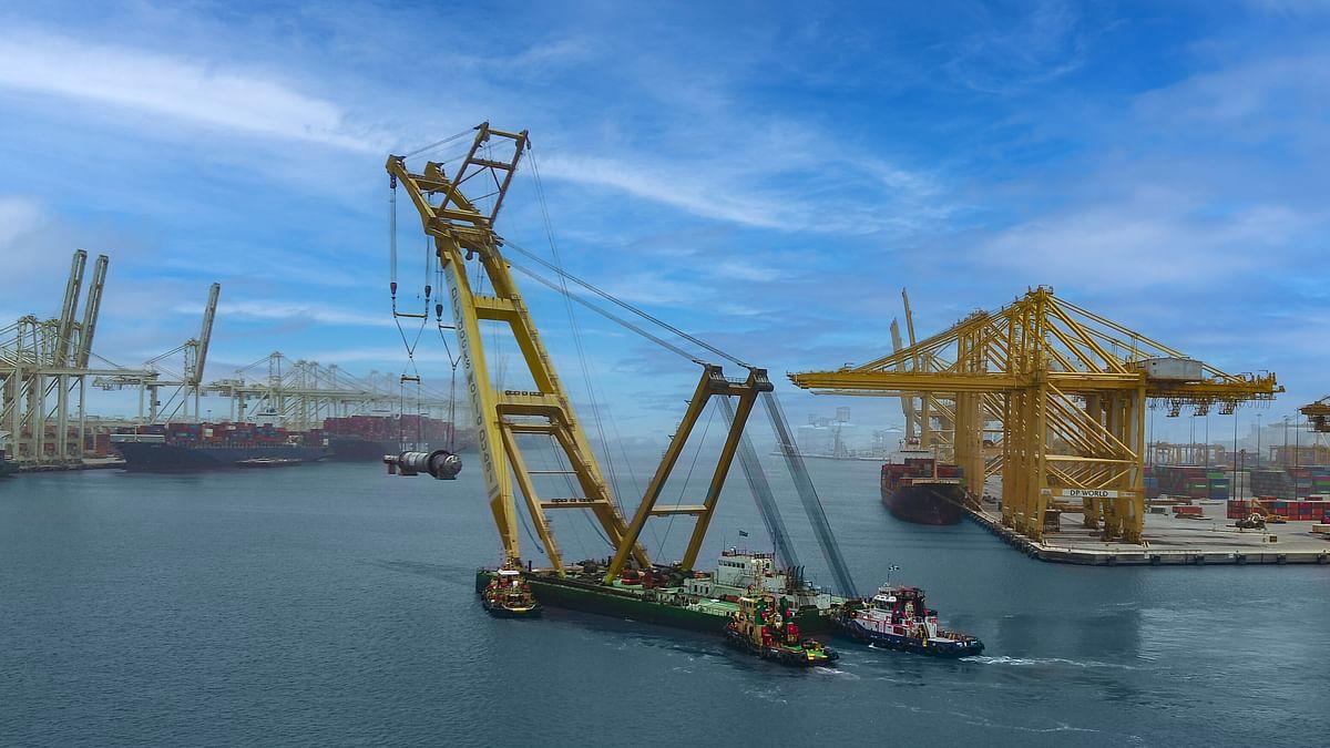 Jebel Ali Port Transports Four Mega Polyethylene Reactors