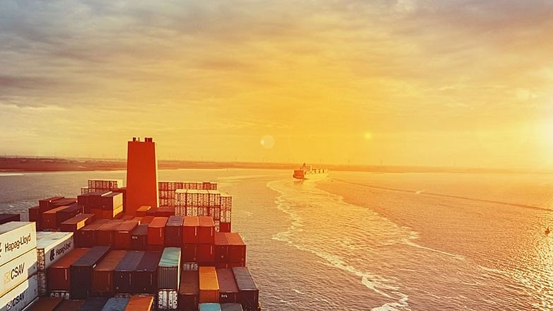 Hapag-Lloyd Orders Another 75,000 TEU Standard Containers