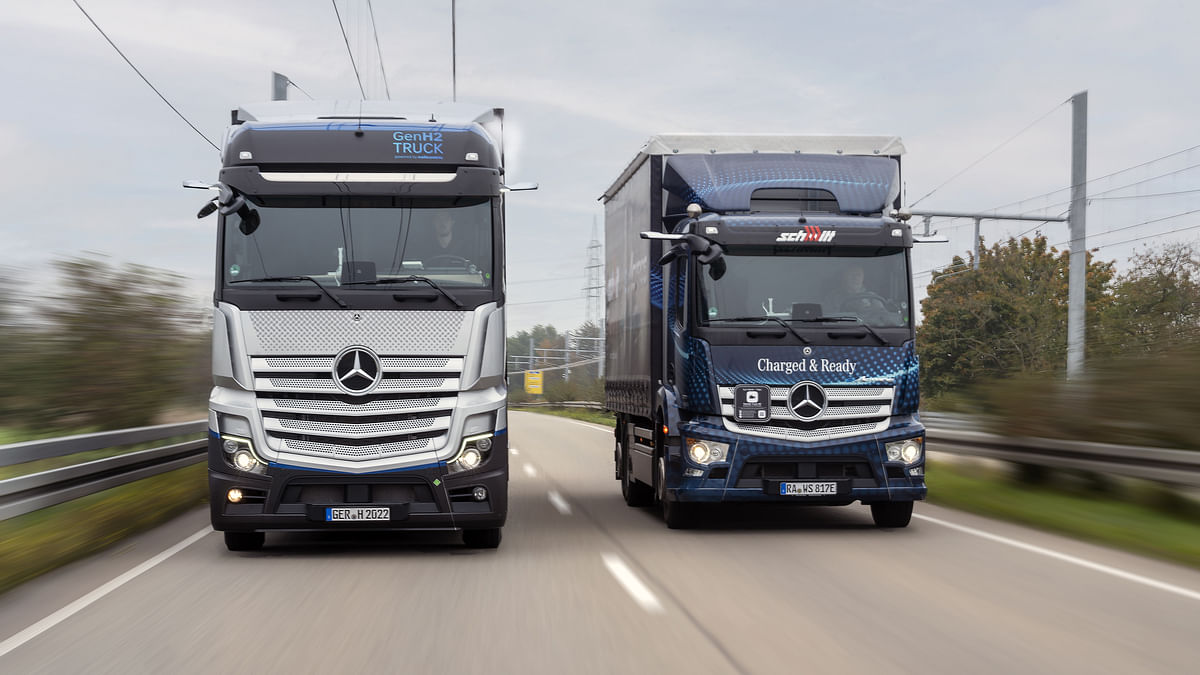Daimler Truck's Hydrogen-based Fuel-Cell Truck Licensed for Road Use