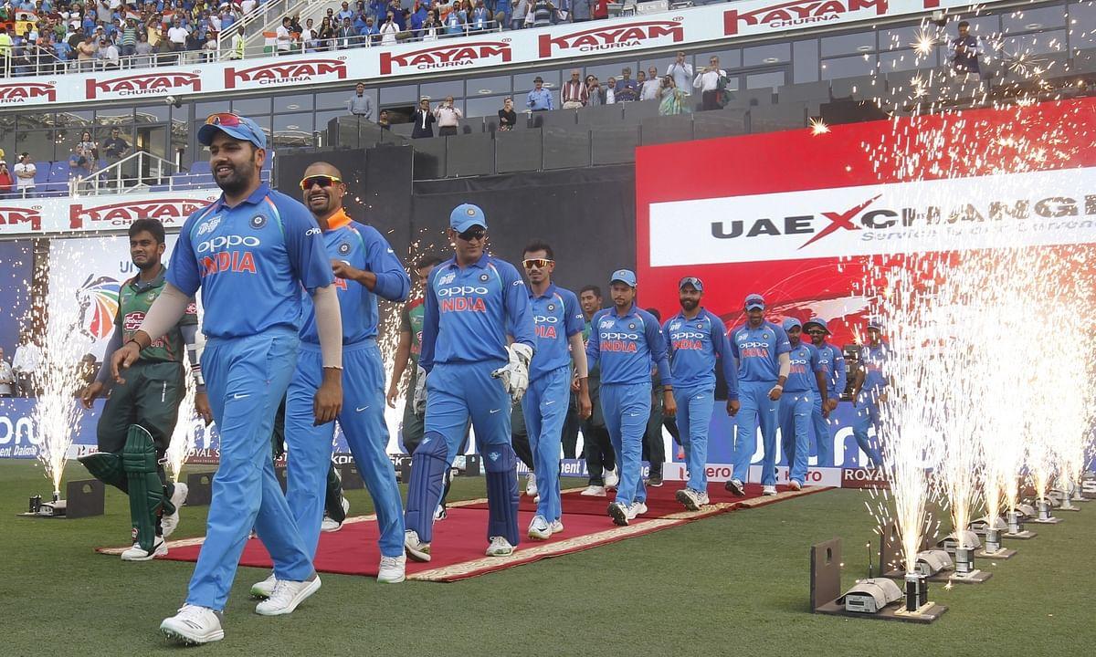एशिया कप- भारत ने जीता टॉस  फील्डिंग के लिए मैदान में उतरी टीम इंडिया ,महिला वर्ल्ड टी-20 टूर्नामेंट 9 से 24 नवम्बर तक वेस्टइंडीज में खेला जाइएगा।