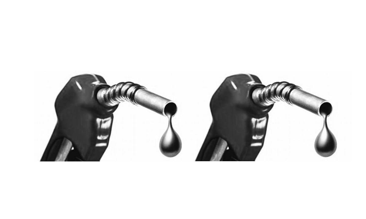 81 रुपये लीटर से नीचे आया पेट्रोल, डीजल भी हुआ सस्ता