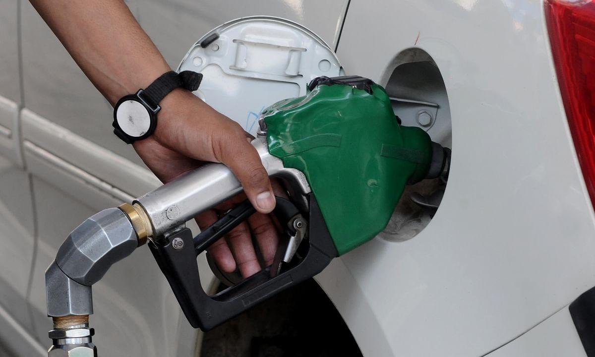 प्रधानमंत्री और वित्तमंत्री द्वारा  तेल कीमतों पर समीक्षा के बाद भी पेट्रोल, डीजल के दाम में वृद्धि जारी
